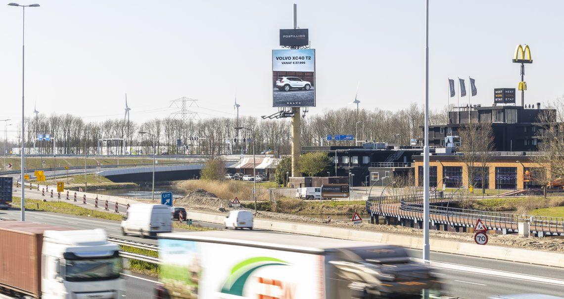 Reclamemast Dordrecht 1 A16 campagne Volvo