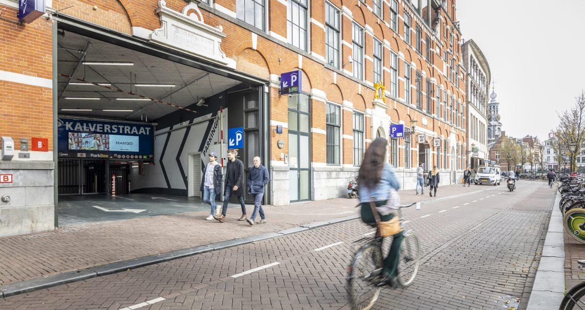 Amsterdam Kalverpassage Parkeergarage campagne Mango
