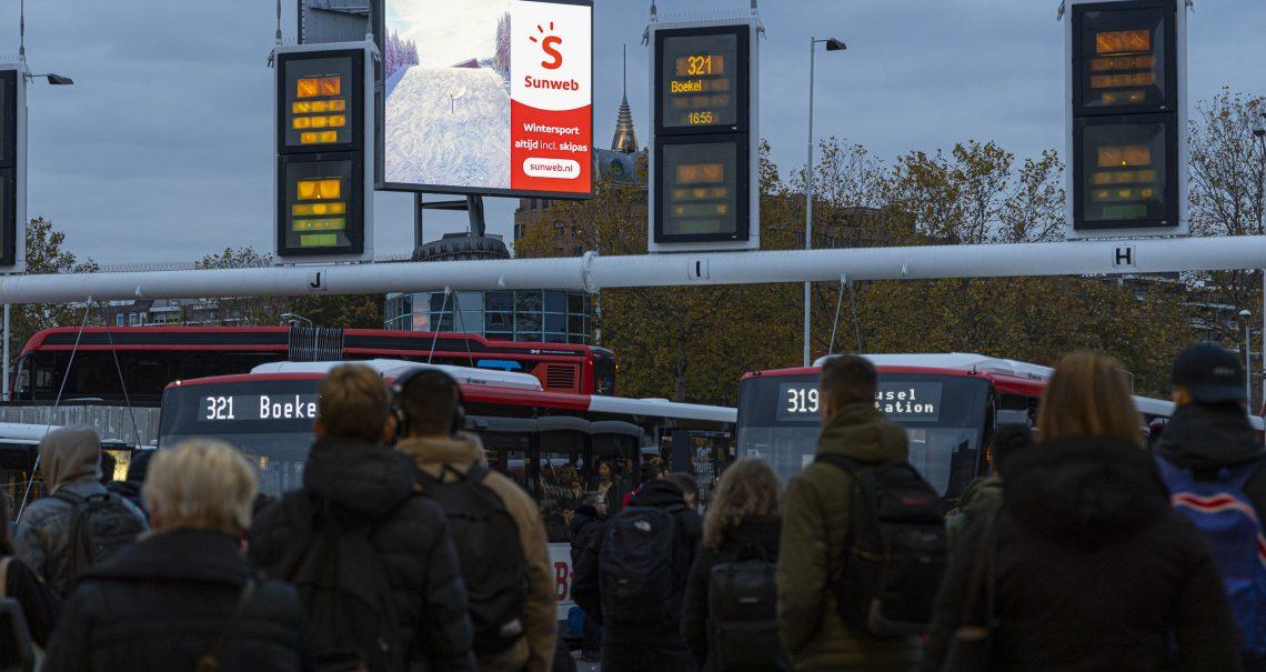 Campagne Sunweb op digitaal scherm Eindhoven Busplein
