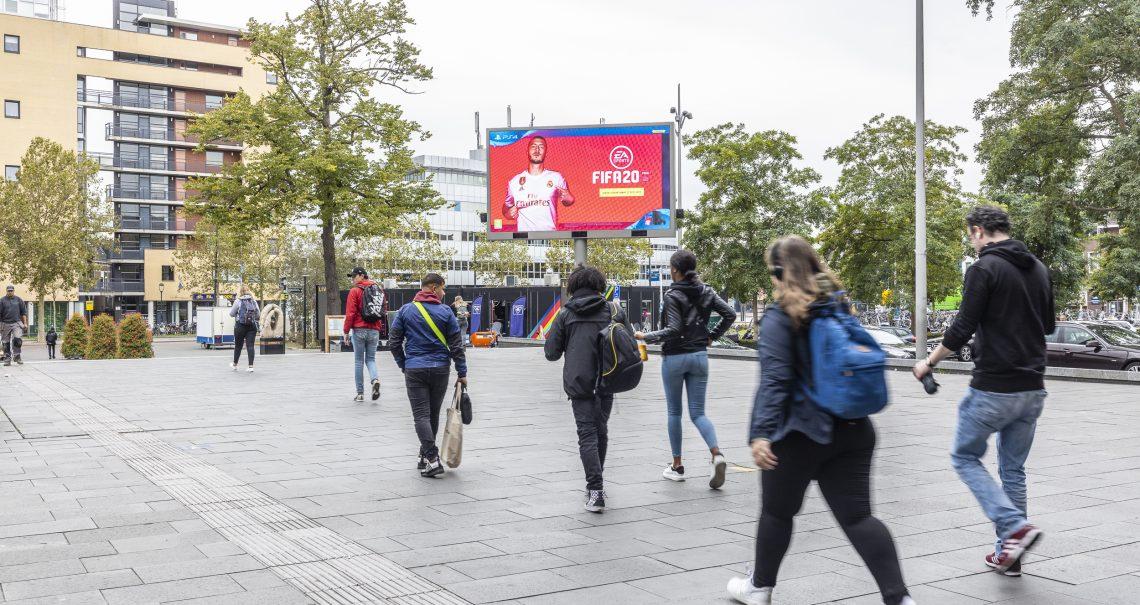 Hilversum Stationsplein DOOH campagne EA Sports