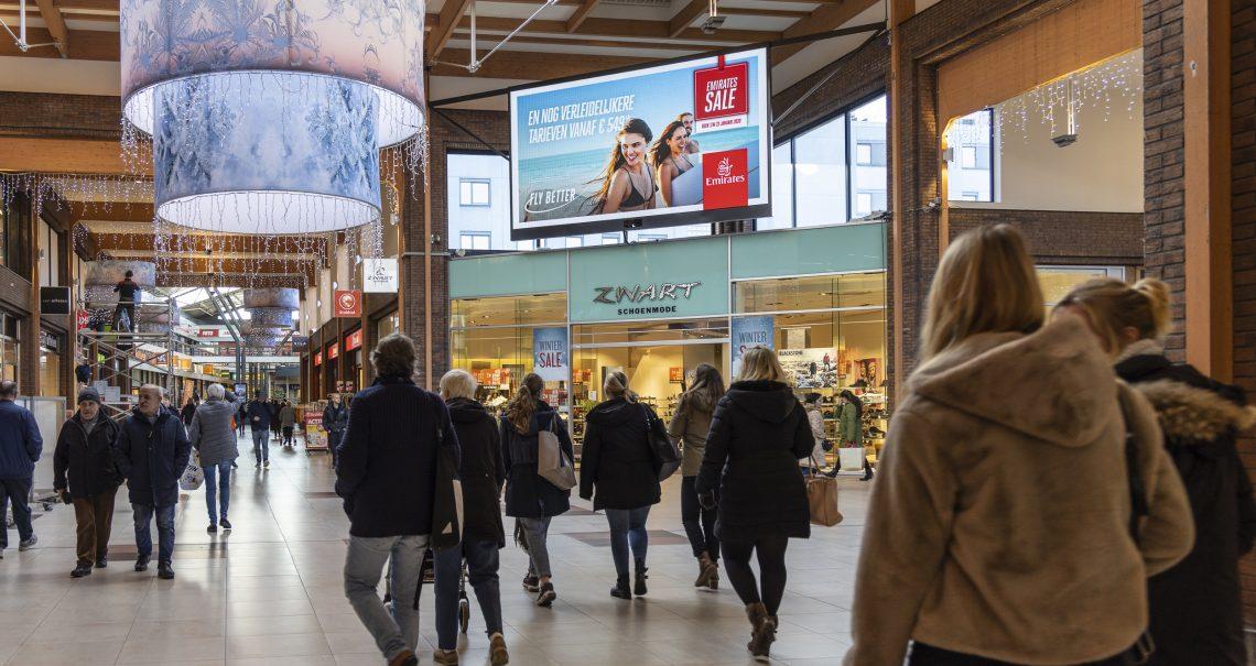 Campagne Emirates scherm Hoofddorp Winkelcentrum Polderplein
