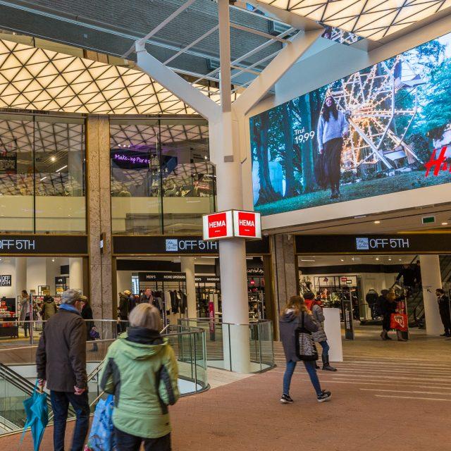 Afbeelding digitaal scherm Amsterdam Kalverpassage Kalverstraat