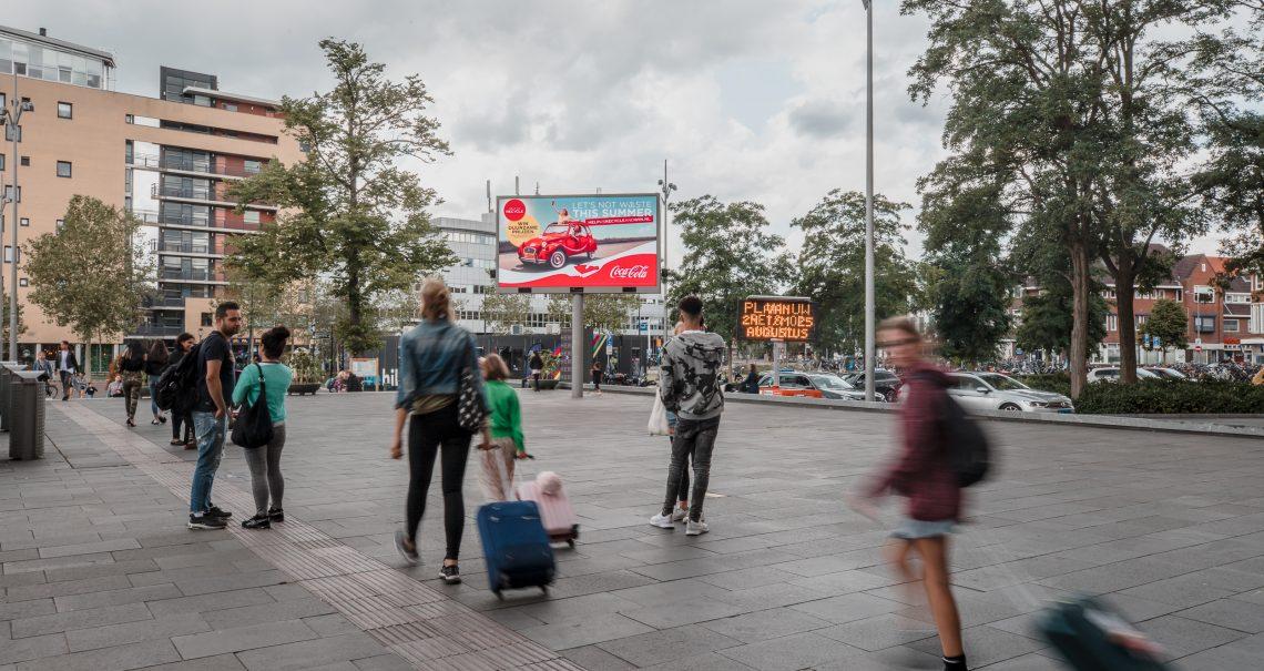 Hilversum Stationsplein digitaal scherm