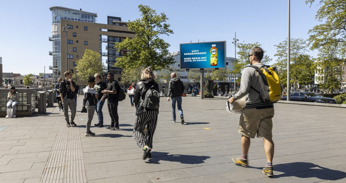 Hilversum Stationsplein scherm