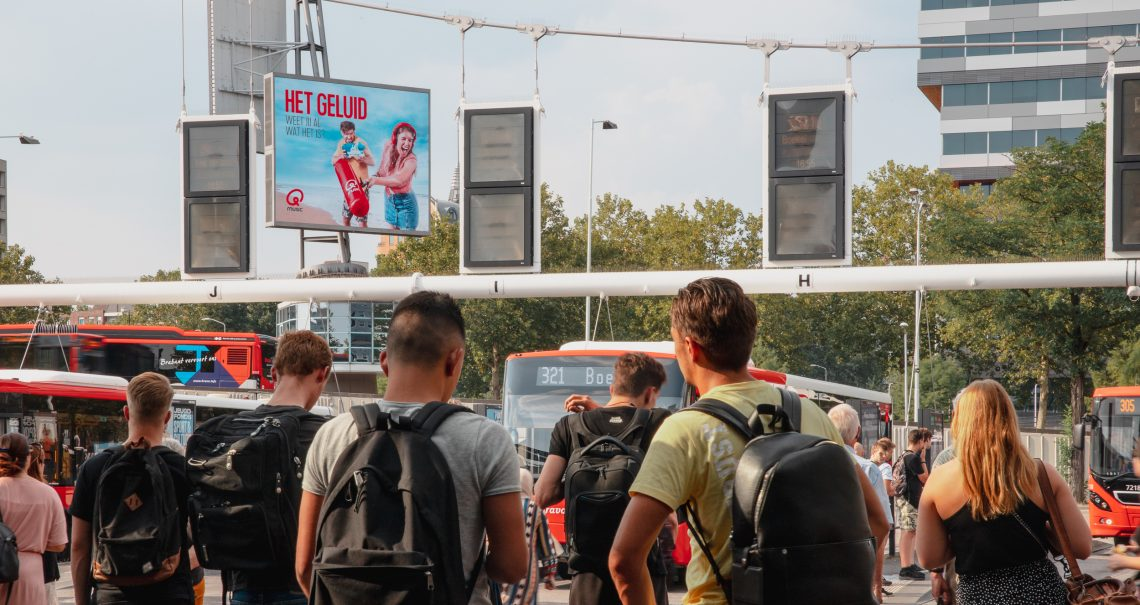 Digitaal scherm Station Eindhoven Centraal Busplein