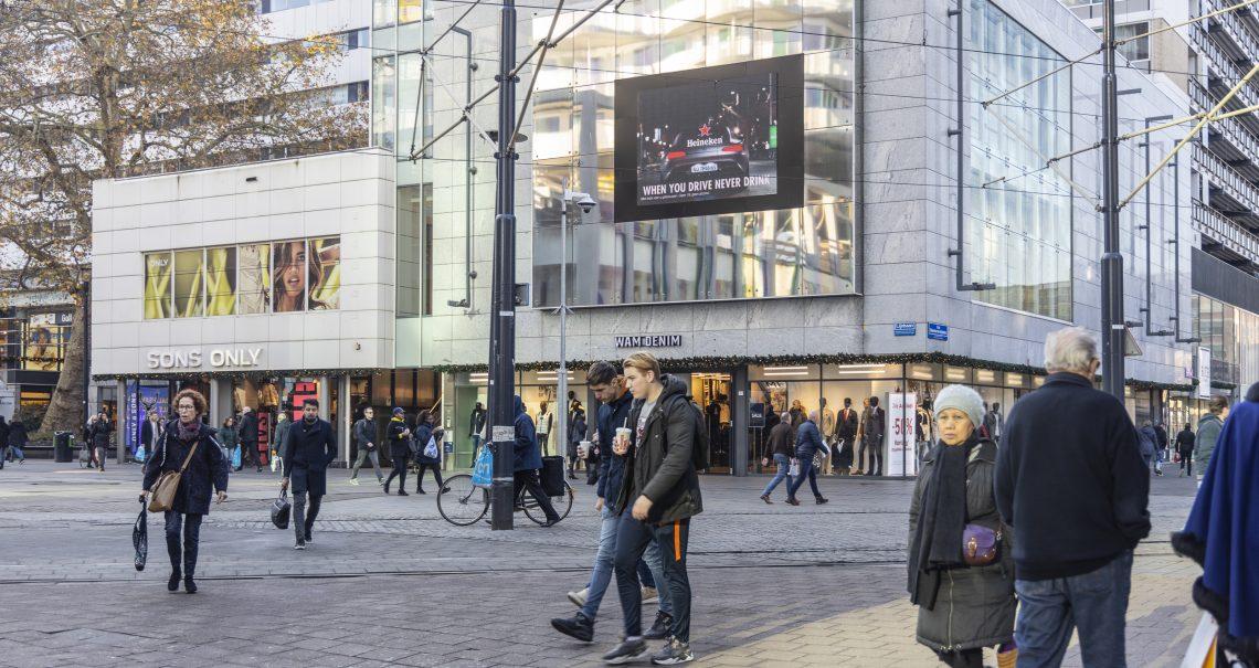 Digitale scherm Rotterdam Lijnbaan campagne Heineken