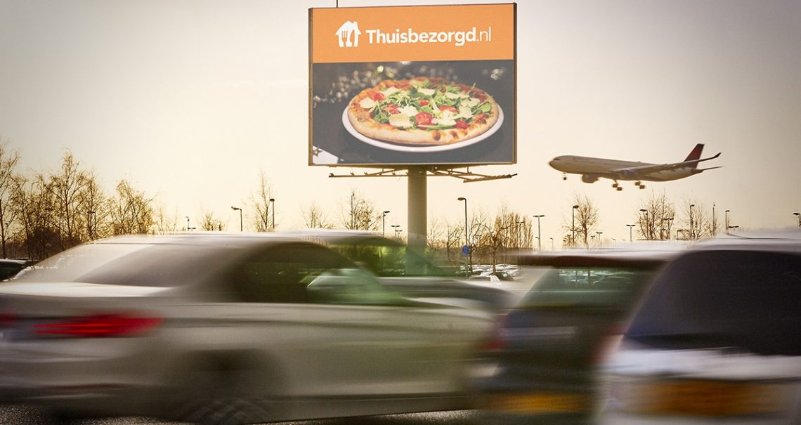 Ocean mast Schiphol Airport 5 A4 campagne Thuisbezorgd.nl