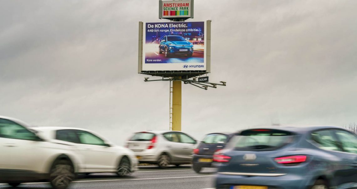 Hyundai buitenreclame snelwegmast van Ocean