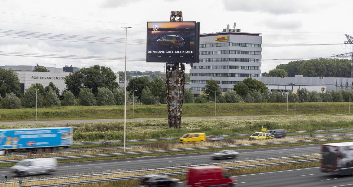 Snelwegreclame van Volkswagen op de mast Utrecht The Wall