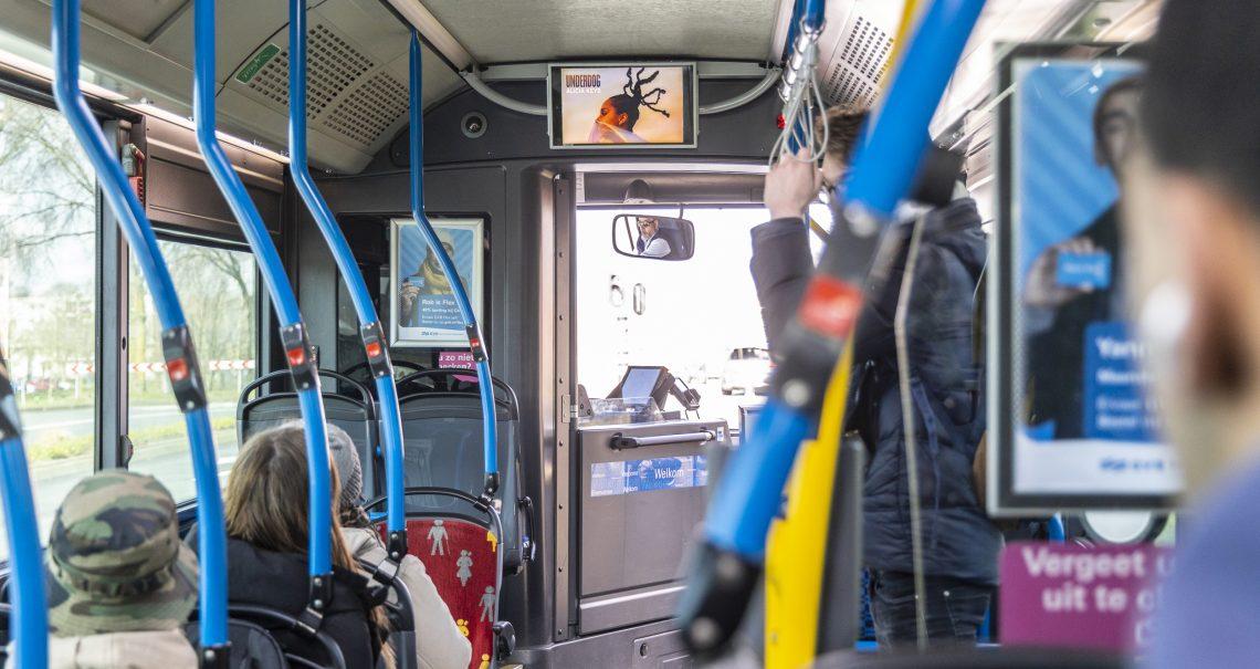 Digitaal scherm in GVB Bussen