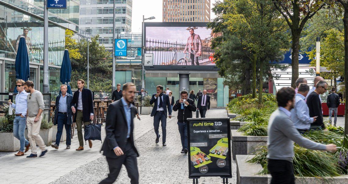 Digitaal scherm Amsterdam Zuid WTC