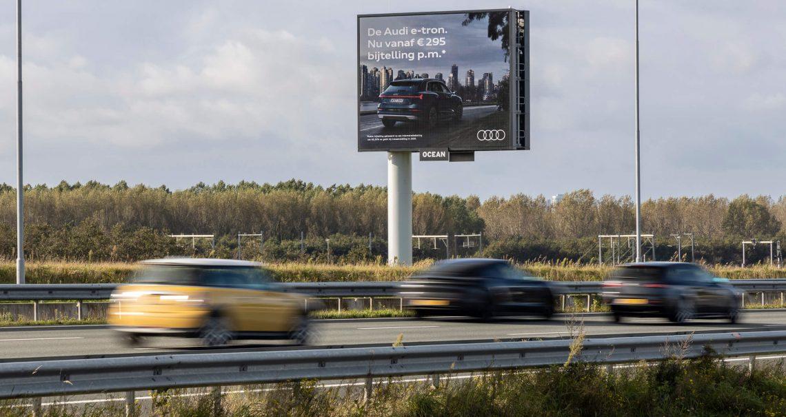 Campgne Audi langs de snelweg mast 1